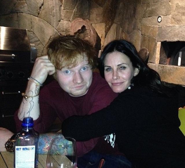 """Кортни Кокс и Эд Ширан. Звезда """"Друзей"""" и британский музыкант познакомились благодаря общим друзьям и сразу понравились друг другу."""
