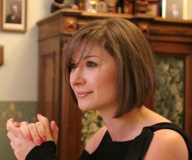 В 1997 году получила диплом магистра по управлению бизнесом Роттердамской школы менеджмента, Erasmus University, Голландия, и Техасского Университета.