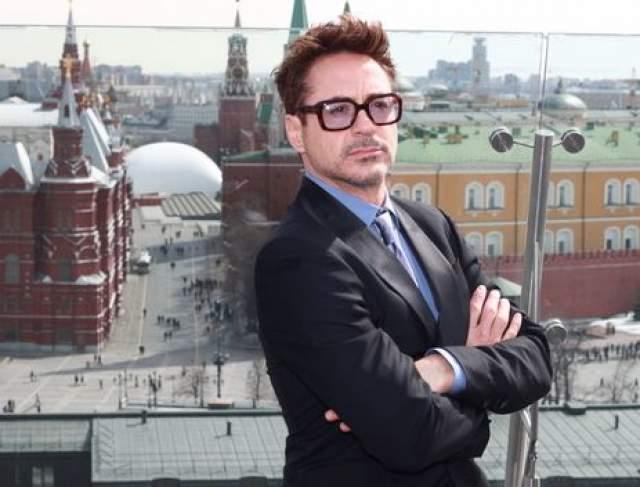 """Роберт Дауни-мл : """"Я приехал в Россию, чтобы получить политическое убежище от моих капиталистических угнетателей. Шутка, конечно. А если серьезно, то, наверное, все вы помните историю. Знаете, все мы, американцы, росли с мыслью, что Россия - это зло. Я безмерно рад, что смог убедиться в обратном: Москва доброжелательный город..."""