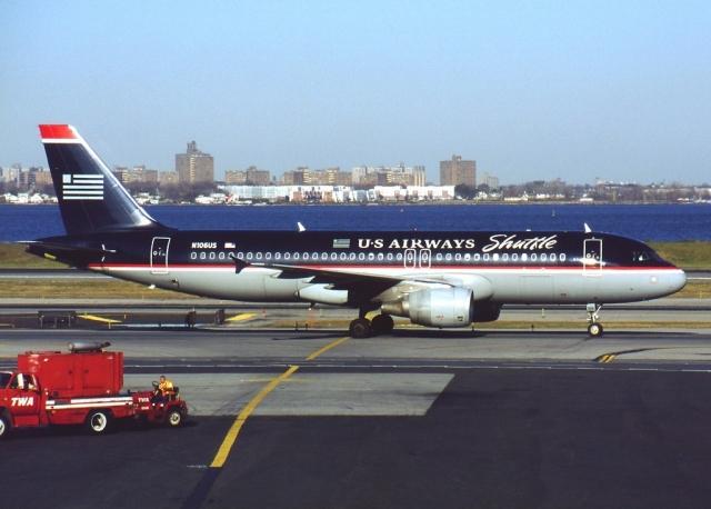 Рейс AWE 1549 (позывной - Cactus 1549) совершал авиалайнер Airbus A320-214 авиакомпании US Airways, следующий по маршруту Нью-Йорк-Северная Каролина-Сиэтл. На его борту находились 150 пассажиров и 5 членов экипажа.