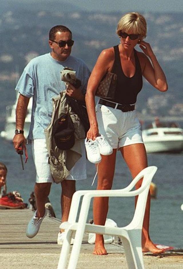 А спустя два года, в 1997 году у нее завязался роман с Доди аль-Файедом, однако сейчас этот факт оспаривается. В этом же году Диана погибла.