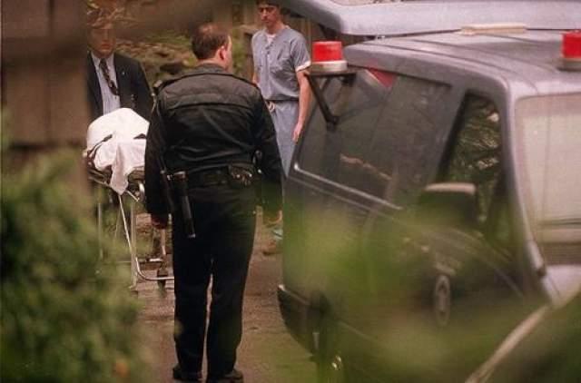 По одной из версий следствия, Кобейн ввел себе дозу героина не совместимую с жизнью и выстрелил себе в голову из ружья. Также криминалисты пришли к заключению, что Курт умер 5 апреля, его тело пролежало в доме несколько дней. Существует предположение и о намеренном убийстве Курта.