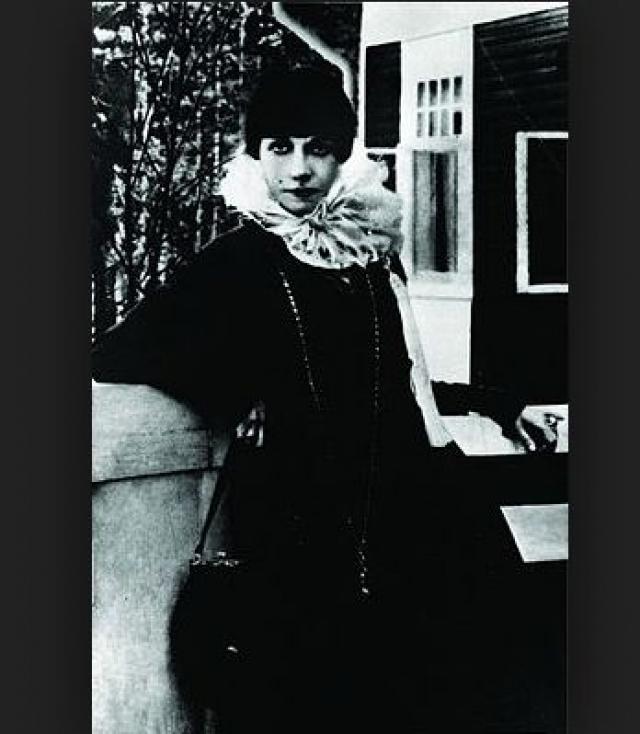 Богемные оргии и в самом деле проходили совсем в другом месте - на квартире Паллады Богдановой-Бельской, самой известной куртизанки Петербурга в начале ХХ века.