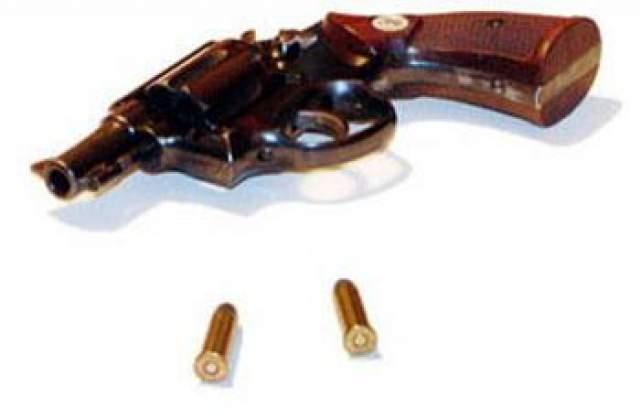 Во время съемок сцены убийства бандитами главного героя злодей по имени Фанбой в исполнении актера Майкла Масса стрелял в Ворона в упор из Магнума 44 калибра.