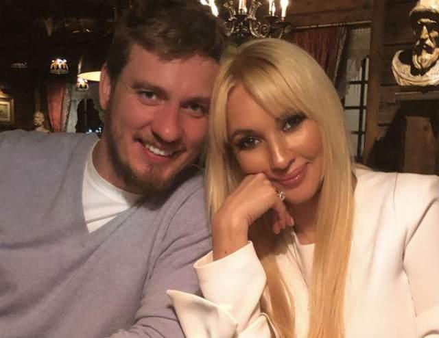 После родов Лера поправилась на 20 кг, и Ленюк завел любовницу - а может, и не одну. Тогда Кудрявцева забрала вещи, сына, и ушла. Сейчас она снова замужем и счастлива с хоккеистом Игорем Макаровым - в августе она родила ему дочь Машу.