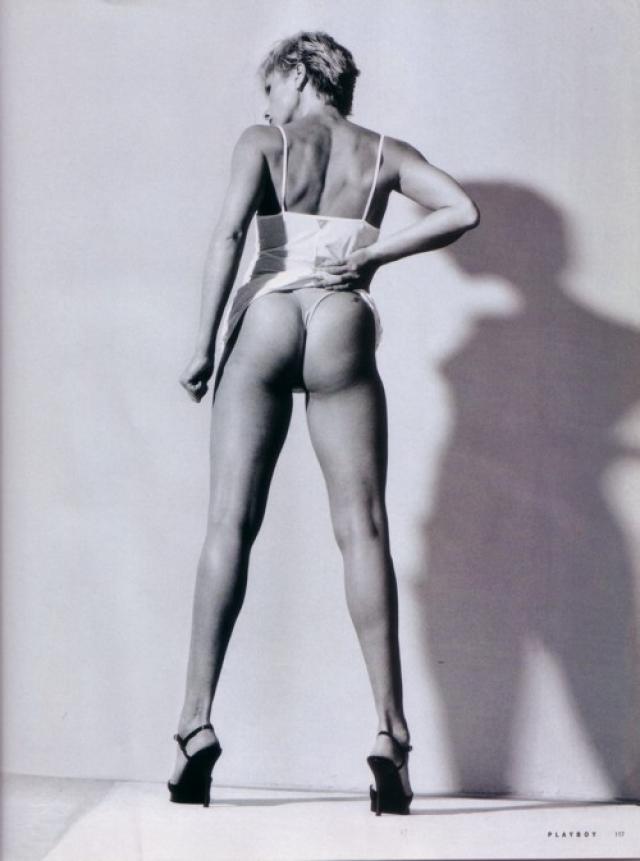 Ее фото украсило обложку мужского журнала в 1999 году.