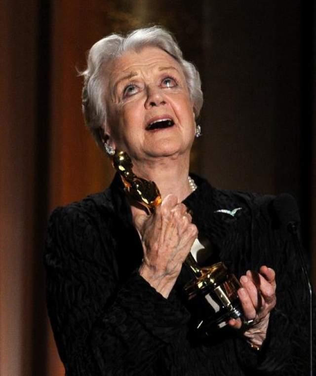 """В 2013 году Лэнсбери была удостоена почетной премии """"Оскар"""" за более чем семидесятилетний вклад в развитие кинематографа."""