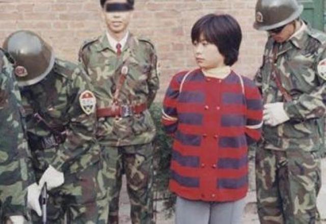 Несмотря на то, что у обвиняемой явно были проблемы с психикой, ее расстреляли в 2005 году вскоре после того, как Сун Дан исполнилось 18 лет.