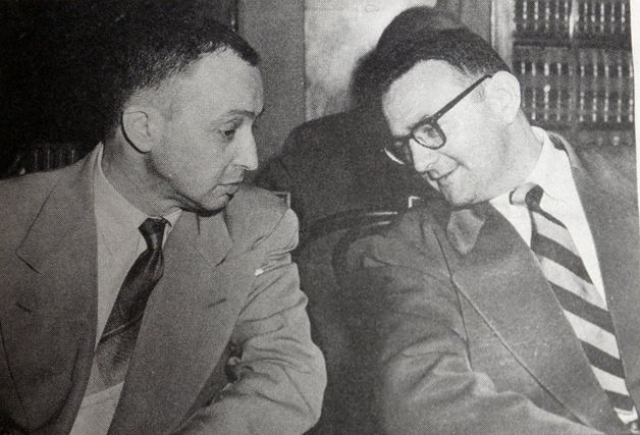 Гринглас передавал советским агентам технические сведения и схемы. А в одном пакете, за который он получил 200 долларов, содержалась перепечатка двенадцатистраничной инструкции, объясняющей механизм действия бомбы.