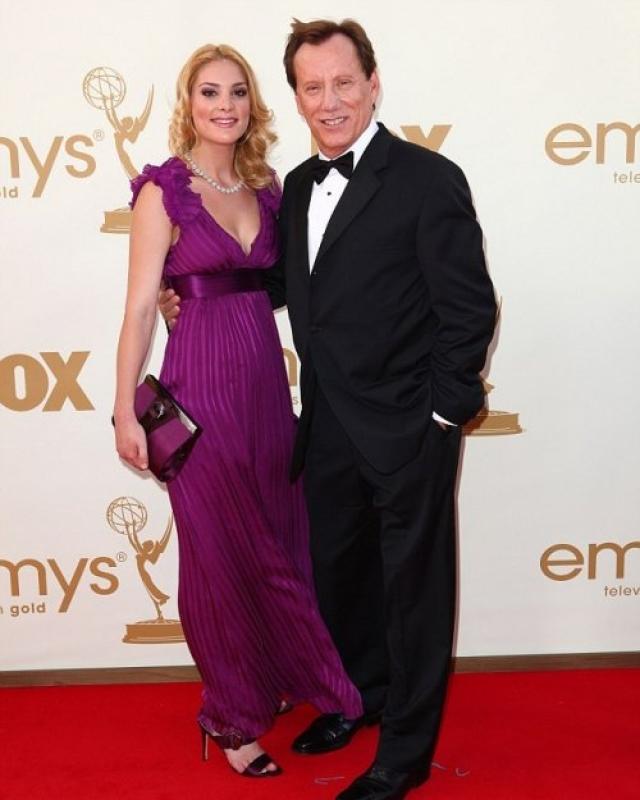 Джеймс Вудс и Кристен Богесс (разница - 46 лет). актер славится своей любовью к молодым девушкам, предпочитая уже давно из общество обществу ровесниц.
