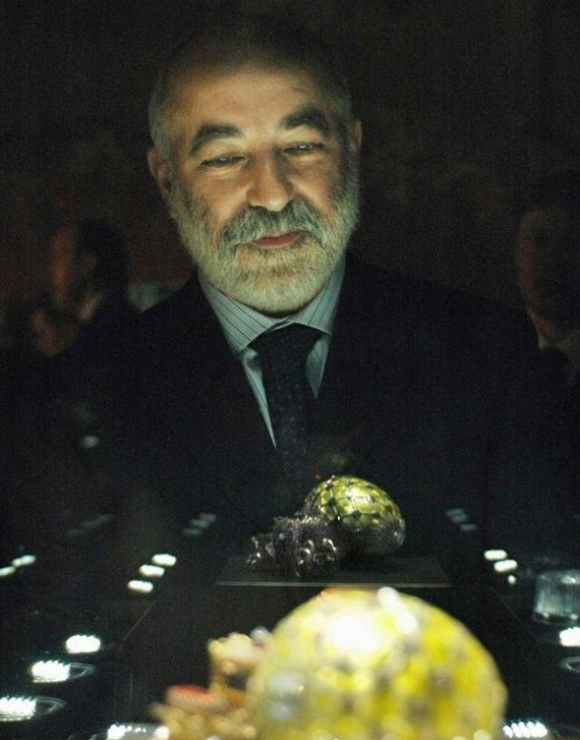 Один из богатейших россиян нашего времени Виктор Вексельберг приобрел коллекцию яиц Фаберже за более чем $120 млн.