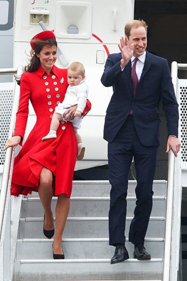 Малышу еще не исполнилось и года, когда он впервые стал пассажиром самолета. Уильям и Кейт впервые путешествовали в качестве молодой семьи, прилетев в Австралию и Новую Зеландию.