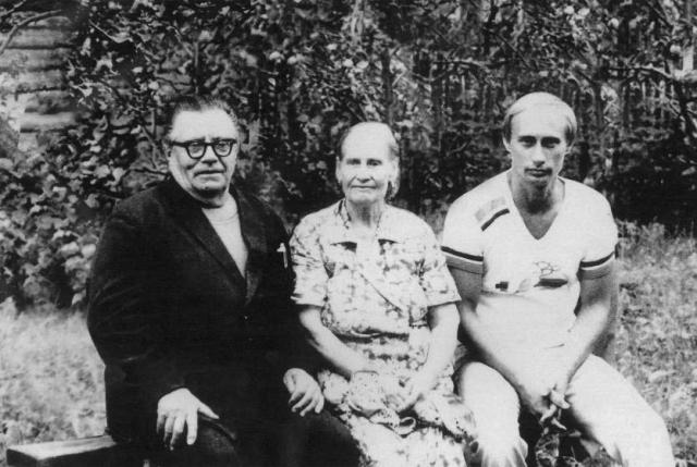 С 1985 по 1990 годы Владимир работал в ГДР: под прикрытием должности директора дрезденского Дома дружбы.