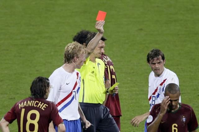 Валентин Иванов. Российский арбитр стал героем 1/8 финала ЧМ-2006 года Португалия - Голландия (1:0), выписав 16 желтых карточек и удалив четыре игроков.