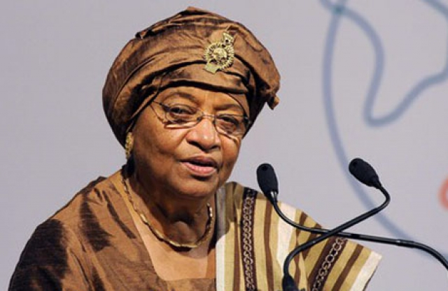 """Эллен Джонсон-Серлиф , первая женщина, избранная главой государства в Африке. Президент Либерии с 2006 года, 73-летняя выпускница Гарварда, имеет прозвище """"железная леди Либерии""""."""