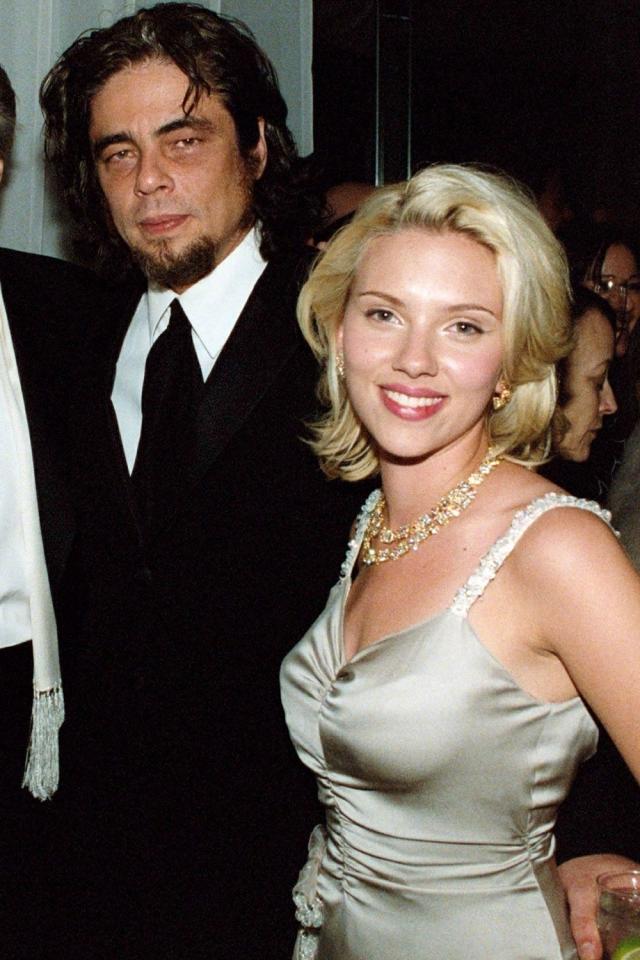 """А после вручения премии """"Оскар"""" в 2004 году все только и смаковали новость о том, что после церемонии 20-летняя Йоханссон занялась сексом с Бенисио Дель Торо в лифте отеля Chateau Marmont."""