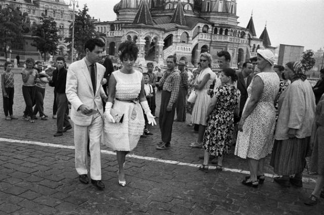 В столицу СССР голливудская дива приехала с мужем, певцом Эдди Фишером.
