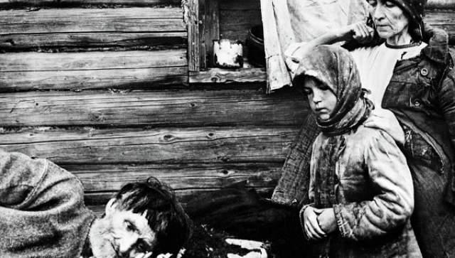 Голодомор. В начале 30-х годов советское правительство провело коллективизацию, результатом которой стал один из самых страшных случаев голода в истории.