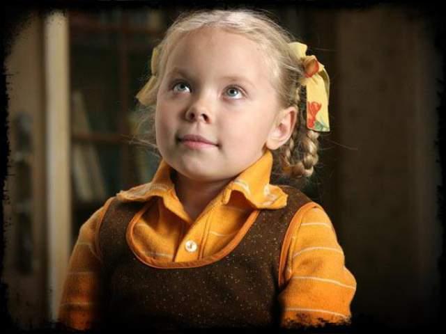 """Анастасия Добрынина. Девочка начала сниматься еще в четыре года, а уже в 9 лет ее пригласили сняться в фильме """"Кука"""", который принес ей огромную популярность."""