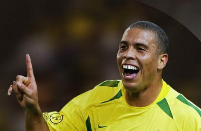 """Роналдо. Форвард """"Реала"""" и сборной Бразилии по мнению многих футбольных организаций, специалистов и спортсменов, является одним из лучших игроков в истории футбола."""