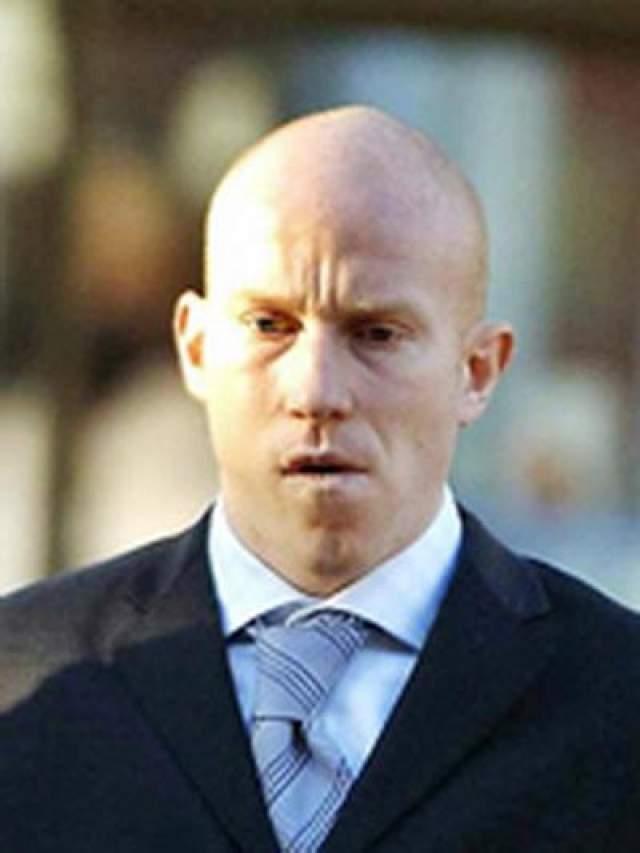 """Ли Хьюз, футбол В 2006 году форвард """"Вест Бромвича"""" Ли Хьюз получил шесть лет тюрьмы, после того как его признали виновным в автокатастрофе, унесшей жизнь одного человека."""