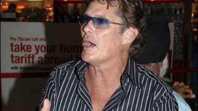 В 2006 вдрызг пьяного актера не пустили на рейс British Airways.