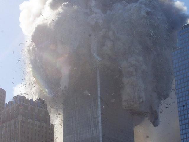 Третье здание, башня WTC 7 разрушилась в 17:20 в результате серии взрывов газа и последовавшего пожара.