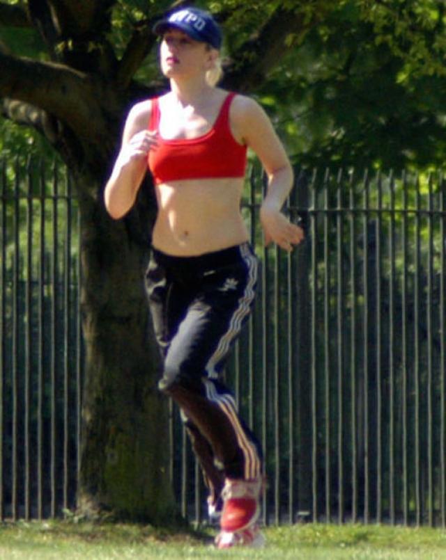 Гвен Стефани. Звезда - поклонница тренировок TRX - тренировочной системы с нейлоновыми ремнями, напоминающими гимнастические кольца.
