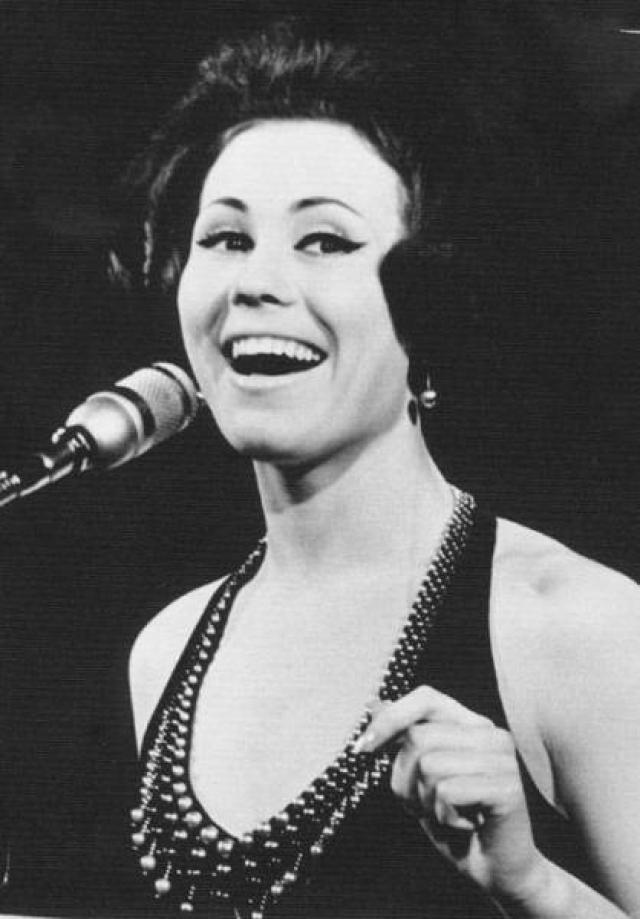 Лариса Мондрус. Певицу часто называют звездой № 1 советской эстрады конца 1960-начала 70-х годов.