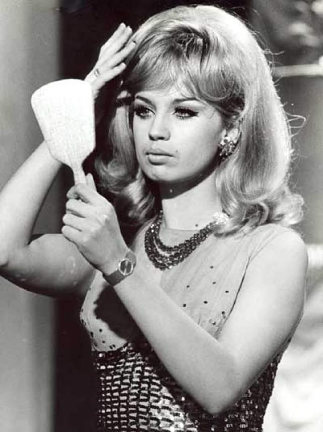 Позже у Меркьюри был непродолжительный роман с актрисой Барбарой Валентин. Все окружение подозревало, что музыкант был геем.