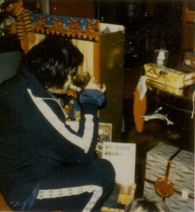У Элвиса был странный режим дня: все его комнаты в Грейсленде и в отелях были погружены в полумрак.