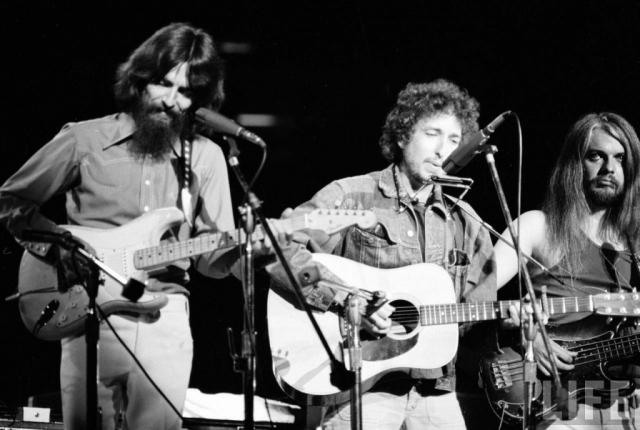 Джордж Харрисон стал основоположником благотворительных концертов. 1 августа 1971 года музыкант организовал два благотворительных концерта в поддержку Бангладеш.