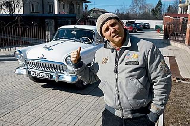 """Виктор Рыбин. А у вокалиста группы """"Дюна"""" любимица - """"Волга"""" ГАЗ-21."""