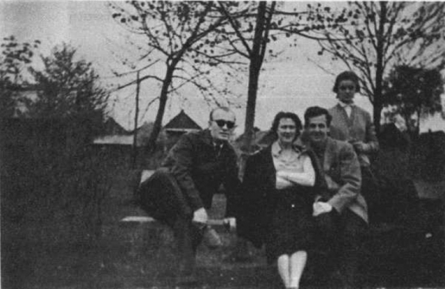 Сразу после прибытия Освальд заявил о своем желании получить советское гражданство, но 21 октября его ходатайство было отклонено. Тогда Освальд прямо в гостинице вскрыл себе вены на левой руке, после чего был отправлен в психбольницу.