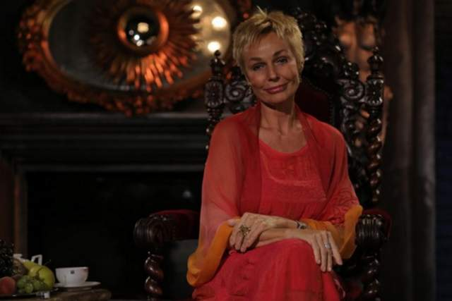 В результате вместо молодости многочисленные процедуры принесли Андрейченко довольно странное лицо, хотя она по-прежнему не осуждает женщин, обращающихся к пластическим хирургам.
