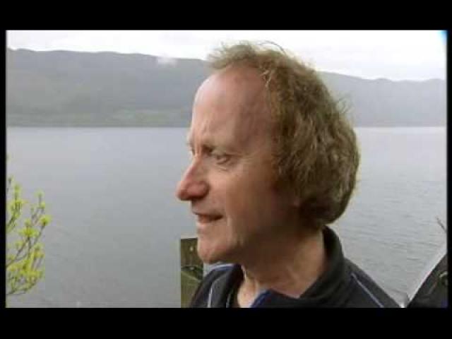 И все же через три года появилось новое документальное подтверждение того, что в озере происходят необъяснимые вещи. В мае 2007 года исследователь-любитель Гордон Холмс решил разместить в озере микрофоны и исследовать звуковые сигналы, исходящие из глубин.