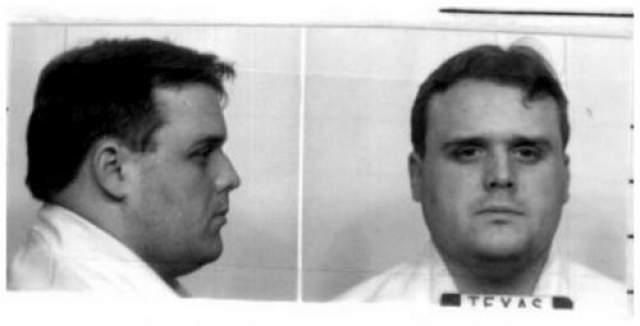 Патрик Брайан Найт Дата преступления: 27 августа 1991 года Дата казни: 26 июня 2007 года Возраст: 39 лет Обвинение: с сообщником проник в дом своих соседей, несколько часов держал их в заложниках, а затем отвез в удаленное место и застрелил.