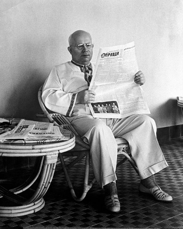 После отставки Хрущев был настолько потерян, что он мог просто сидеть в кресле часами ничего не делая.