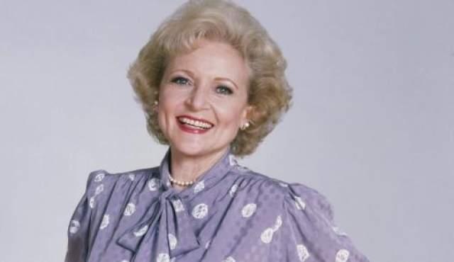 Она- единственная актриса, победившая во всех возможных комедийных номинациях премии.