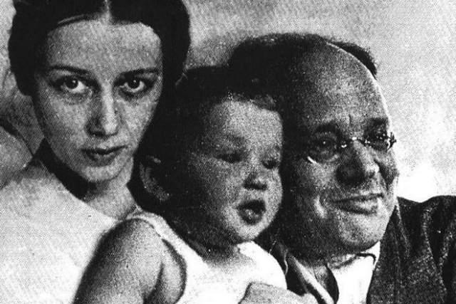 Антонине Пирожковой о казни писателя не сообщили, уведомив, что Исаак Бабель отбывает срок без права переписки. До 1954 года женщина верила, что муж жив, и писала письма с просьбой об облегчении его наказания. В 1954 году Бабеля посмертно реабилитировали, а в 1956-м творчество писателя перестало быть запретным и вновь сделалось классикой советской литературы.