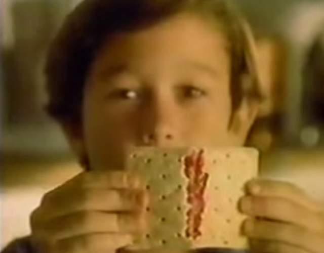Джозеф Гордон-Левитт задолго до своих звездных успехов рекламировал тарталетки.