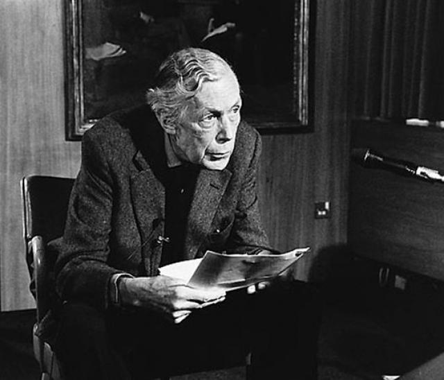 После войны Блант практически оборвал контакты с КГБ, ушел из МИ-5 и стал в 1946 хранителем королевской картинной галереи, а в 1947 был назначен директором Института Култорда.