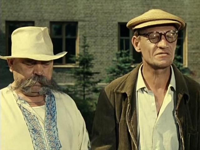 Кстати, Леонид Иовович нередко снимался в своих фильмах. Как правило, это были крошечные эпизоды.