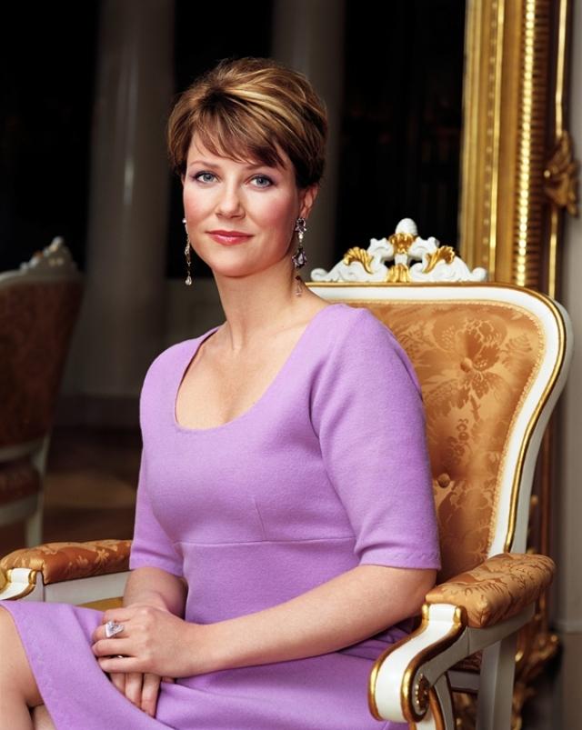 """Норвежская принцесса Марта Луиза написала две серьезные книги для взрослых –об ангелах: """"Найди своего ангела-хранителя"""" (2009) и """"Духовный пароль"""" (2012). А также сказку для детей про своего дедушку, короля Улафа V."""