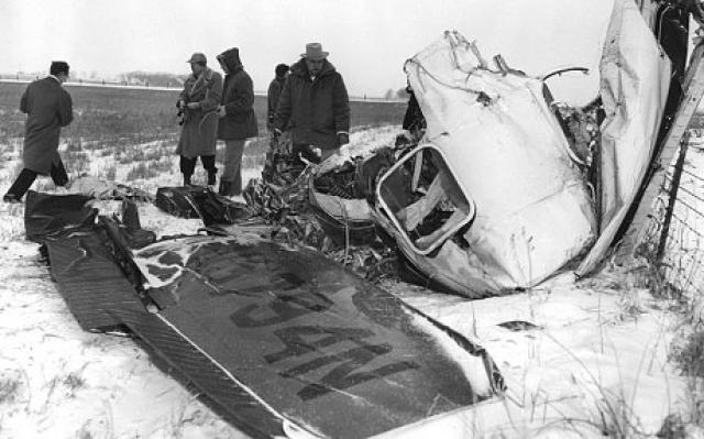 К 3:30 ночи, когда диспетчеры Hector International Airport в г. Фарго, штат Северная Дакота, также не получили данных от Питерсона, владелец самолета связался с властями и сообщил, что самолет пропал без вести.