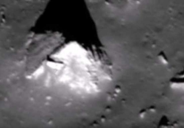 А это пирамидальное возвышение на темной стороне Луны.