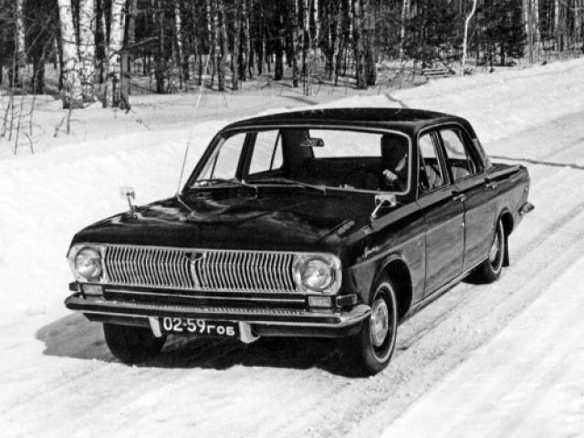"""Привезли три заокеанских автомобиля ― """"Ford Falcon"""", """"Plymouth Valiant"""", """"Buick Special"""" 60-61 годов и приступили к """"обмену"""" опытом."""