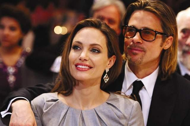 Анджелина Джоли, 43 года. В сентябре 2016 года актеры огорошили поклонников новостью о том, что собираются развестись после всего двух лет официального брака.