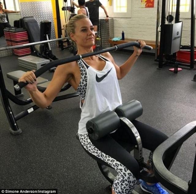 Сейчас Андерсон продолжает вести активный и здоровый образ жизни.