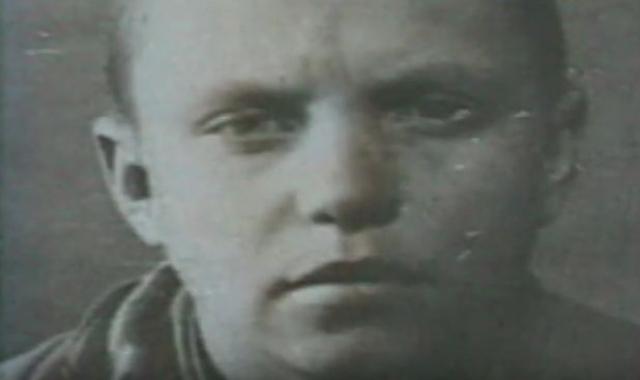 Александр Матвеевич Матросов родился 5 февраля 1924 года в городе Екатеринославе (ныне Днепропетровск)